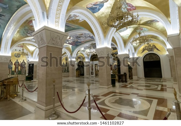 interior-cathedral-walls-ceiling-faces-6