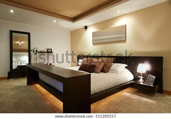 Foto stock 151209257 a tema Interior design: Grande camera ...