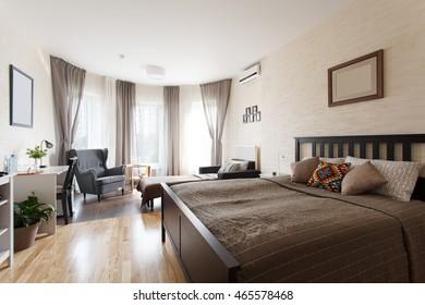 Interior design: big scandinavian bedroom with large window