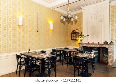 interior design of a dining room in a cozy restaurant