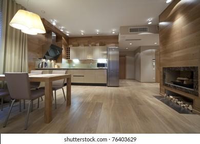 Inneneinrichtung des Designer-Wohnzimmers mit Küche