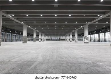 Innere des leeren Ausstellungsortes