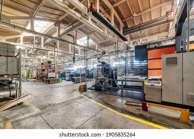 Das Innere der Metallwerkstatt. Das Innere der Metallwerkstatt. Modernes Industrieunternehmen.