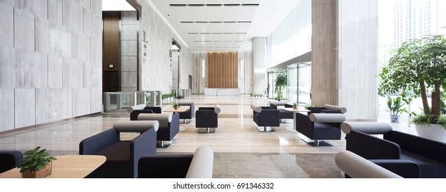 interior del moderno vestíbulo de entrada en un edificio de oficinas moderno