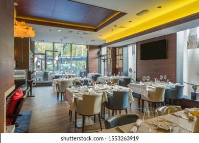 El interior de un restaurante moderno