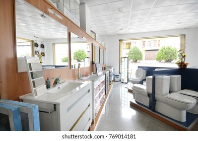 Interior photography of plumbing establishment where tiles, bathtubs, furniture and toilets are sold.