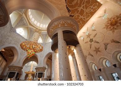 Interior of the Sheikh Zayed Grand Mosque in Abu Dhabi (UAE)