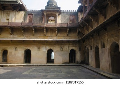 Interior view of Datia Palace. Also known as Bir Singh Palace or Bir Singh Dev Palace. Datia. Madhya Pradesh