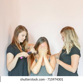 intern brushing customer's hair with supervisor