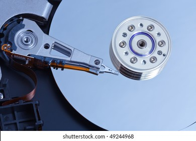 Internal structure of a hard disk for PCs. Close-up pictures. The picture shows the surface of the hard disk read / write heads, stepper motor.