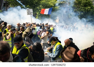 International Workers' Day in Paris, 1 May 2019. Police against yellow vests in Paris. Thousands of `Yellow Vests` protesters march through the streets of Paris on Wednesday, May 1.