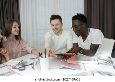 international students studing in living room, smiling and looking in tablet, students learning, students in classroom, group of international students