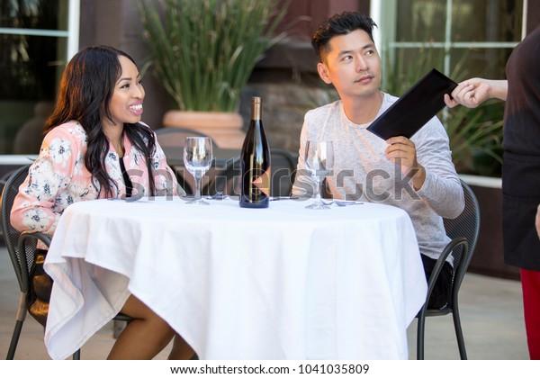 Asijské kluci interracial datování