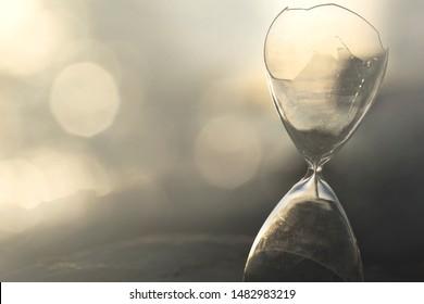 interruption of time measurement in a broken hourglass