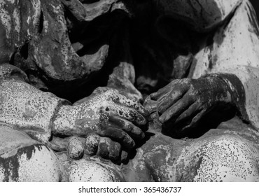 intertwined hands (tombstones statue)