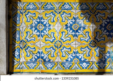 Intricate floral patterned portugese tiles texture with border