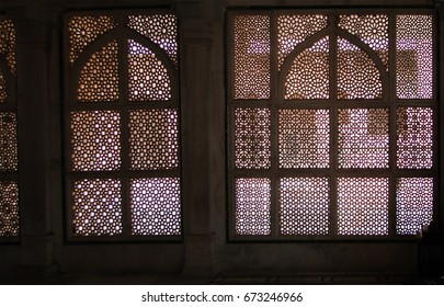 Intricate marble filigree screen, Tomb of Islamic Tomb of Salim Chisti, Fatepuhr Sikri, Agra, India, South Asia