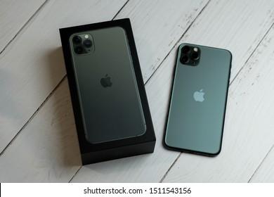 Iphone 11 Box Images Stock Photos Vectors Shutterstock