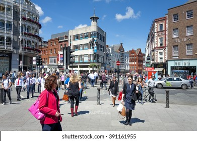 Ireland, Dublin: Street scene with people residents of all ages, generations and sexes near the busy shopping promenade Grafton Street in the city center of the Irish capital. June 09, 2015.