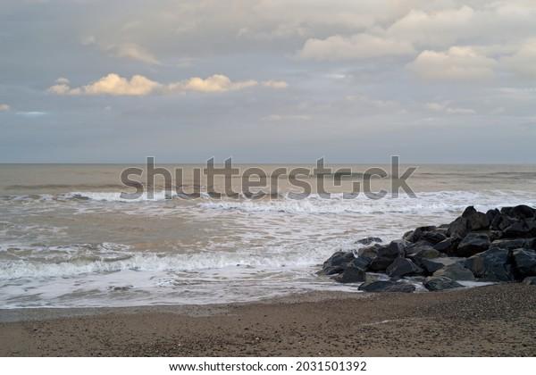 irish-sea-seascape-waves-rocks-600w-2031