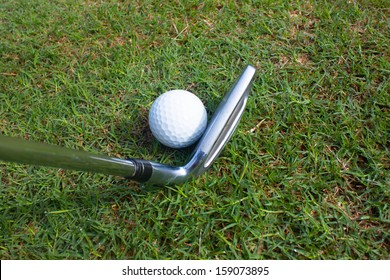 iron 7 play golf in rough