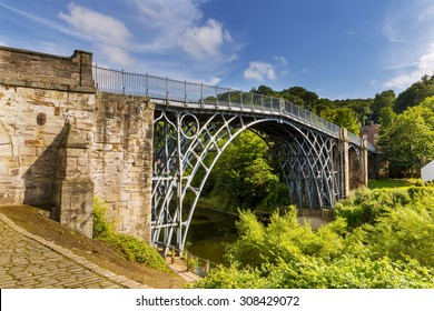 The Iron Bridge over the River Severn, Ironbridge Gorge, Shropshire, England, UK. Designed by  Thomas Farnolls Pritchard and built in 1779 - 1781 by Abraham Darby III