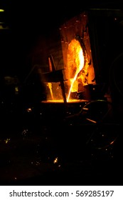 Iron taping on molding line. Taping iron from coreless furnace