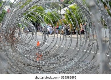 iron wire barricades