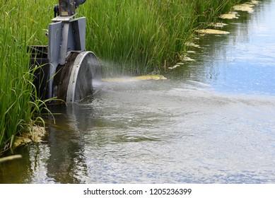 Irrigatioin ditch regulator