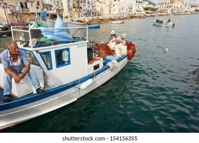 ISCHIA, ITALY - AUGUST 20:  Direct sale of the catch to the traders of the place. August 20, 2013 in Ischia, Italy.  It is italian's traditional fishing technology with a very long history.