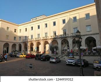 Isernia, Molise, Italia – 1 settembre 2018: Scorcio panoramico dalla piazza  Andrea D'Isernia