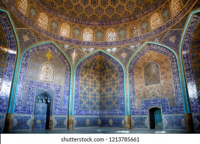 ISFAHAN, IRAN - SEPTEMBER 1: Lotfollah Sheikh Mosque at 1 September, 2018 at Isfahan, Iran. Lotfollah Sheikh Mosque is a World heritage site in the old town of Isfahan.