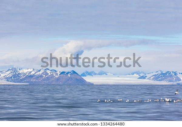 isfjord-svalbard-spitsbergen-norway-beau