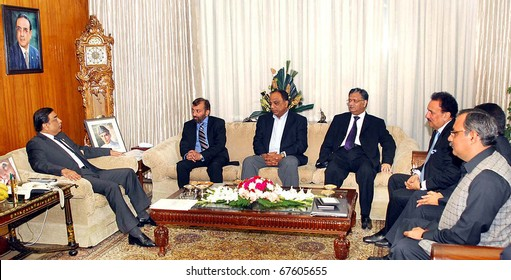 ISLAMABAD, PAKISTAN - DEC 20: President, Asif Ali Zardari, in meeting with Delegation of Muttehda Qaumi Movement (MQM) led by Dr.Farooq Sattar at Aiwan-e-Sadr on December 20, 2010 in Islamabad, Pakistan.