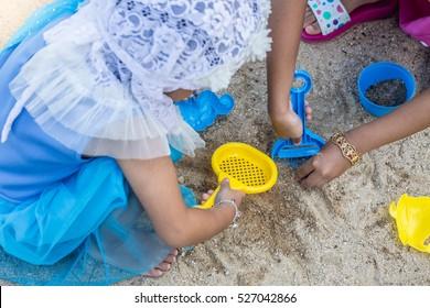 Islamic baby toys shovel. The tank using sand scoop.