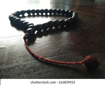 Islamic prayer beads (Misbahas) consist 33 beads, to assist in glorification of God following prayers: 33 Subhanallah, 33 Alhamdulillah, 33 Allahuakbar. Misbahas may consist of 99, 100, 200 beads.