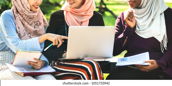 Islamic women working together