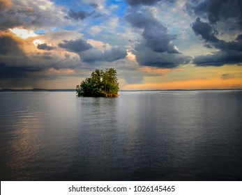 island in the middle of Sebago lake in Maine