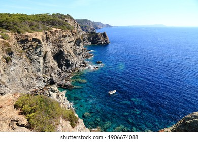 The island of Porquerolles and the calanque of the Indian
