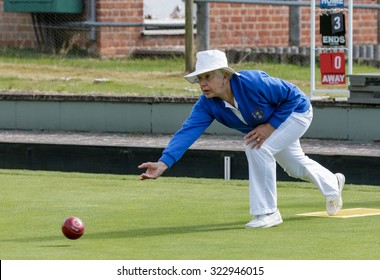 ISLE OF THORNS, SUSSEX/UK - SEPTEMBER 3 : Lawn bowls match at Isle of Thorns Chelwood Gate in Sussex on September 3, 2015. Unidentified woman.