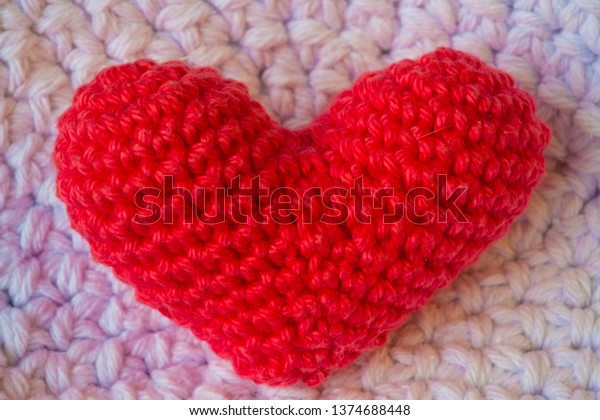 Red Heart Fiona and Fred Crochet Flamingo | Yarnspirations | 420x600