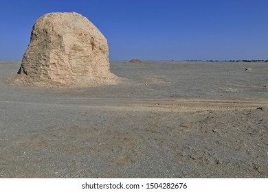 Isolated ruined Buddhist stupa-M7 feature. Monastic site existing between II and V centuries AD-ancient town of Miran-old caravan track to Dunhuang-Southern Silk Road-Ruoqiang county-Xinjiang-China.