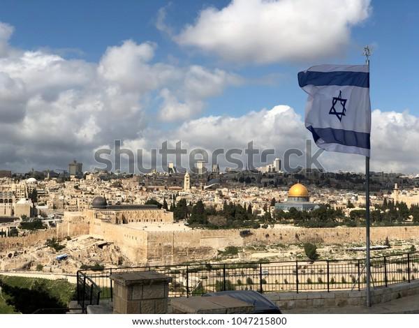 Флаг Израиля над старым городом Иерусалим Израиль