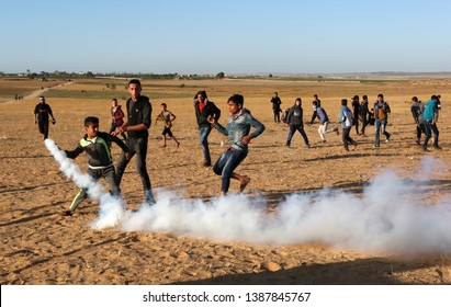 "Israeli forces intervene with Palestinian protestors during a ""Great March of Return"" at Israel-Gaza border, east of Rafah in the southern Gaza Strip, on May 3, 2019. Photo by Abed Rahim Khatib"