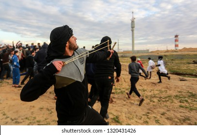 Israeli forces intervene in Palestinians during a the demonstrations near Gaza-Israel border in Rafah, in the southern Gaza Strip, on February 22, 2019. Photo by Abed Rahim Khatib