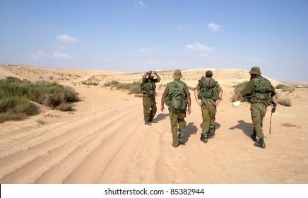 Israeli soldiers in Negev desert fighting terror