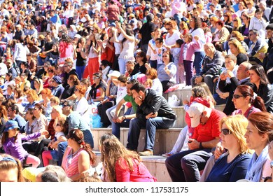 ISTANBUL - APRIL 22: Singer Atiye performs for the children during National Sovereignty and Children Day on April 22, 2012 in Istanbul. Crowd of people watch as the performance