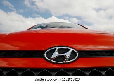 Hyundai Logo Imágenes, fotos y vectores de stock ...