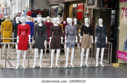 ISTANBUL - JAN 09: Mannequins dressed in clothes for sale in Istanbul on January 09.2015 in Turkey