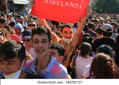 ISTANBUL - JUN 1: Violence sparked by plans to build on the Gezi Park have broadened into nationwide anti government unrest on June 1, 2013 in Istanbul, Turkey. Istiklal Street